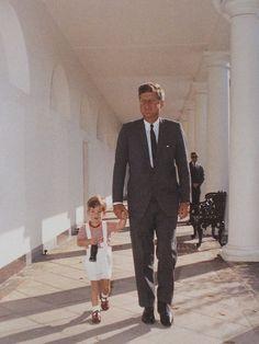 The Prez & his Mini-Me stroll through The White House
