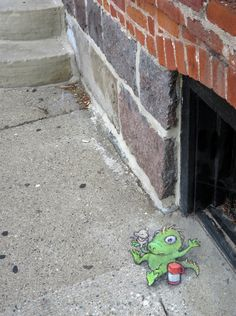 Walking down Ashley Street this afternoon, I think I may have interrupted a hot lunch date . . . or at least a warm-blooded one. Old Town Tavern, Ann Arbor, Michigan (July 27, 2014) - street art by David Zinn