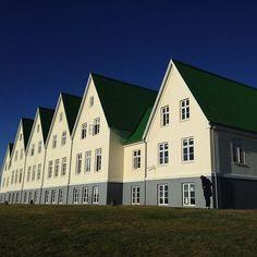 Souvenir d'Islande à @heradsskolinn, véritable havre de paix (façade arrière) Promenade Des Anglais, Le Havre, Nice, Mansions, Architecture, House Styles, Instagram Posts, Home Decor, Souvenir