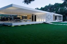 No More Privacy in this Luxury Glass Pavilion House by Steve Hermann, California | http://www.designrulz.com/architecture/2012/07/no-more-privacy-in-this-luxury-glass-pavilion-house-by-steve-hermann-california/