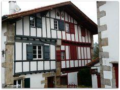 Sara (Sare). Detalle de una de sus casas típicas, el color marca las lindes