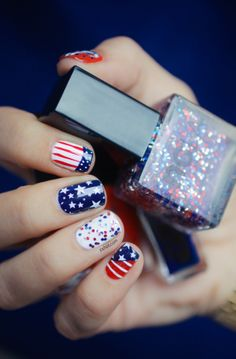 Celebrate 4th of July with a nail art!