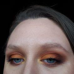 Step by step makeup tutorial, for this orange eyeshadow look is up on nmmakeuptutorials.com Kids Makeup, How To Do Makeup, Makeup Ideas, Makeup Guide, Makeup Blog, Orange Eyeshadow Looks, Starred Up, Hazel Eyes, Makeup Palette
