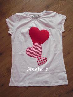 Tişört Süsleme Örnekleri - Exist Tutorial and Ideas Tutus For Girls, Shirts For Girls, Cute Tshirts, Tee Shirts, Valentine T Shirts, Diy Shirt, Personalized T Shirts, Kind Mode, Kids And Parenting