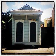 New Orleans shotgun. Exactly what I want, with a remote controlled fence for parking and backdoor entrance.