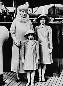 Princess Margaret, Countess of Snowdon - Princess Margaret (front) with her sister Elizabeth (right) and grandmother Queen Mary (left) - Wikipedia, the free encyclopedia