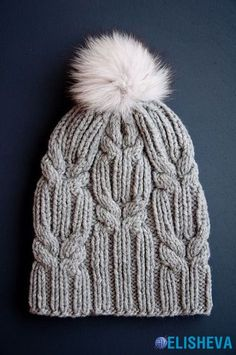 Karelle Knitulator looks chic # caps: # Hat knitting # Pudelmütze # Bobble hat Always wanted to learn to knit, although not sure. Crochet Baby Bonnet, Knit Or Crochet, Crochet Hats, Free Crochet, Crochet Beanie, Knitting Stitches, Baby Knitting, Free Knitting, Knitting Patterns