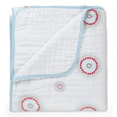 Four layers of 100% cotton muslin blanket. Provides a lot of warmth without overheating.