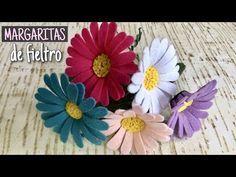 FLORES: CÓMO HACER MARGARITAS DE FIELTRO - YouTube Felt Flowers, Diy Flowers, Flower Decorations, Fabric Flowers, Paper Flowers, Wedding Flowers, Felt Diy, Felt Crafts, Flower Video