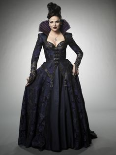 I'm not 100% certain about this one... it's interesting,and I do like the dress, but the COLLAR!!! It's certainly dramatic, but it makes her look like a kind of dragon!! Though... maybe that's the point??!!