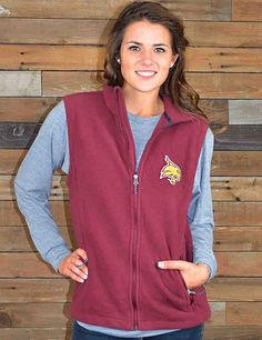 Keep it trendy and warm in this new Texas State fleece vest, a Barefoot Campus Outfitter exclusive! Show your love for your favorite Bobcats!