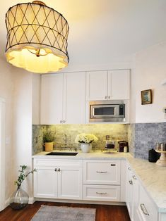 This Small Traditional Kitchen Is Big On Style With Hardwood Flooring, A  Cool Drum Light · Küche SchwarzKüche KleinKleine ...
