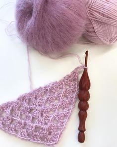 half granny square crocheting #grannysquare #crochet #crochethook #dropsyarn #dropswolle #drops #birdsandbeesdesign