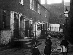 History of Leeds - Poverty and Riches - Dufton's Yard, Leeds Victorian Life, Victorian Homes, Irish Images, Uk History, History Facts, Family History, History Projects, Uk Photos, Slums