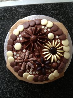 Chocolate Cake Decorated With Flowers : 1000+ images about Cacen on Pinterest Terry s Chocolate ...