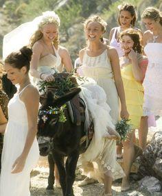 Amanda Seyfried and Rachel McDowall in Mamma Mia! Amanda Seyfried, Rock Roll, Movies Showing, Movies And Tv Shows, Mamma Mia Wedding, Mama Mia, Here I Go Again, Wedding Movies, Wedding Stuff