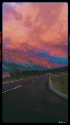 Aesthetic Indie, Aesthetic Movies, Night Aesthetic, Aesthetic Videos, Travel Aesthetic, Aesthetic Pictures, Aesthetic Pastel Wallpaper, Aesthetic Backgrounds, Aesthetic Wallpapers