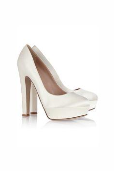 Especial Novias 2013: Zapatos de raso con plataforma - Valentino.