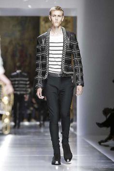 Balmain Menswear Spring Summer 2018 Collection in Paris Live Fashion, Fashion Wear, Mens Fashion, Paris Fashion, Fashion Trends, Daily Fashion, Fashion Tips, Christophe Decarnin, Balmain Men