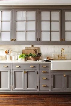 clean, streamlined storage on countertops and wooden boards, farmhouse sink