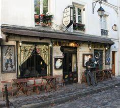 Couple reading the menu of La Taverne De Montmarte.