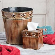 Rustic Star & Barbwire Wastebasket for the grooms room