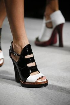 A detailed look at Fendi Spring 2016. Heels. High sandals. Black and white leather shoes. Vintage inspiration. Style. Fashion trend.