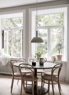 Dinning Room Table Style Guide For Your Home - Crithome Luxury Dining Room, Dining Room Design, Interior Design Living Room, Living Room Decor, Dinning Room Tables, Dining Room Inspiration, Family Room, Home Decor, Dining Room