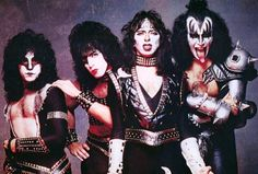 Rare pic of Eric Carr and Vinnie Vincent w/makeup-KISS...........