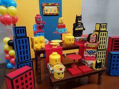 Aluguel Decoração - Lego Heróis + Prédios Lego Batman Birthday, Lego Batman Party, Lego Birthday Party, Superhero Party, 2nd Birthday Parties, 4th Birthday, Lego Party Games, Lego Movie Party, Lego Themed Party