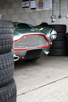 Aston Martin DB4 GT #voiture #automobile #mecanique #astonmartin #db4 #cars #supercars #motors