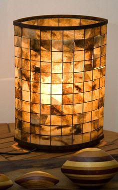 Luminária de mesa feita com filtros de café