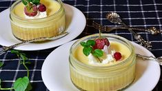 Zitronencreme: Fruchtiges Dessertrezept Pie Dessert, Dessert Table, Dessert Recipes, Quick Easy Desserts, Pudding Desserts, Lemon Cream, Sweet Recipes, Sweet Treats, Cheesecake