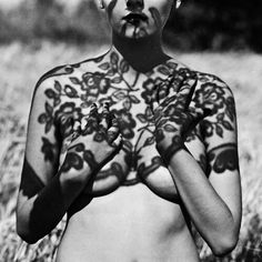 Photography black and white body boudoir poses Ideas Shadow Photography, Photography Women, Boudoir Photography, Portrait Photography, Boudoir Poses, Fashion Photography, Shadow Art, Shadow Play, Shadow Tattoo