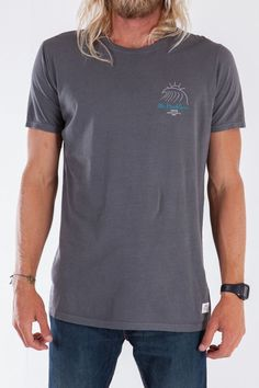 The Big Wave graphic tee embraces the legendary Katin heritage through and through. Your favorite skeleton surfer is back, this time he's ready to charge some serious swell, rocking his very own pair