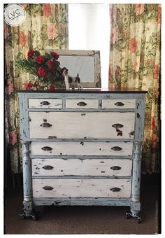 Farmhouse chic chest of drawers