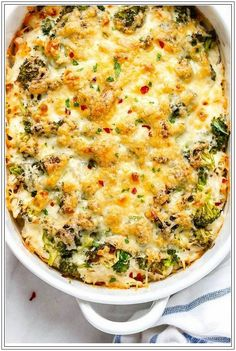 Chicken Casserole with Cream Cheese and Mozzarella Broccoli Chicken Casserole - A loaded and comforting chicken casserole your whole family will love!Broccoli Chicken Casserole - A loaded and comforting chicken casserole your whole family will love! Healthy Recipes, Low Carb Recipes, Diet Recipes, Cooking Recipes, Delicious Recipes, Healthy Casserole Recipes, Cooking Rice, Cooking Games, Ketogenic Diet