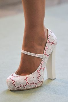 Shoes / I love these white lace shoes! |2013 Fashion High Heels|