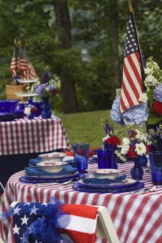 americana decor | ... Americana! Pairing it with cobalt blue glass adds the perfect spark