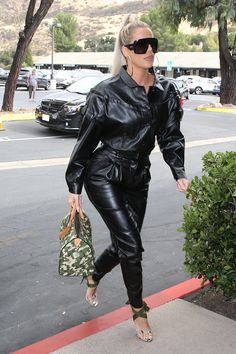 Khloe Kardashian goes out for lunch at Plata Taqueria & Cantina in Agoura Hills, CA Patent Leather Pants, Leather Pants Outfit, Leather Jumpsuit, Dope Outfits, Fall Outfits, Fashion Outfits, Kendall And Kourtney, Khloe Kardashian Photos, All Black Outfit