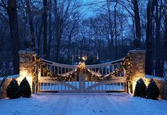 Garland draped on the gate is beautiful during the day, and even better at night when the Christmas lights are on! - Traditional Home ® / Photo: Michael Partenio / Design: Cindy Rinfret Farm Gate, Fence Gate, Fences, Front Gates, Entry Gates, Casas Country, Driveway Entrance, Farm Entrance Gates, Driveway Lighting