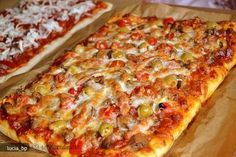 pizza si un aluat dupa o reteta jamie oliver Jamie Oliver, Pizza Lasagna, I Love Pizza, Veg Dishes, Good Food, Yummy Food, Romanian Food, I Foods, Smoothie Recipes