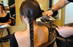 5 façons de friser ses cheveux avec son fer… plat!