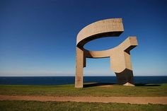 Elogio del Horizonte (Eulogy to the Horizon), concrete a contemporary monumental sculpture, by Eduardo Chillida, at Gijon, Spain. Art Nouveau, John Cage, Fabric Manipulation, Art World, Art School, Marina Bay Sands, Les Oeuvres, Lighthouse, Modern Art