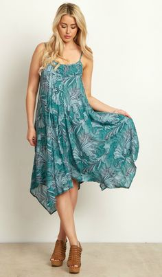 The perfect maternity dress for warm weather with its lightweight fabric and flowy cut, this floral paisley maternity dress will give you the ultimate bohemian inspired look. Pair with a classic wedge and a silver statement necklace for a simple day to night look.