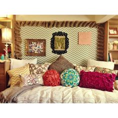 dorm inspiration.. colors and pilloww love