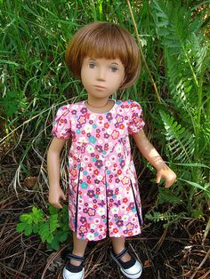 Free pattern in multiple doll sizes including AG - from JenWrenne's blog. Beautiful!!  http://jenwrenne.wordpress.com/2014/08/07/back-to-school-time-already/