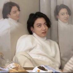 Jungkook Funny, Foto Jungkook, Foto Bts, Bts Taehyung, Namjoon, Bts Meme Faces, Funny Faces, K Pop, Reaction Face