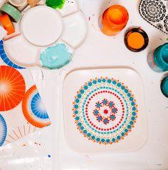 Bord met porseleinverf-Bordje met stippen- porcelain- polkadots- http://www.mylucie.com