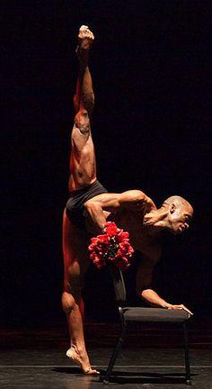 Desmond Richardson. Wow. Muscles.